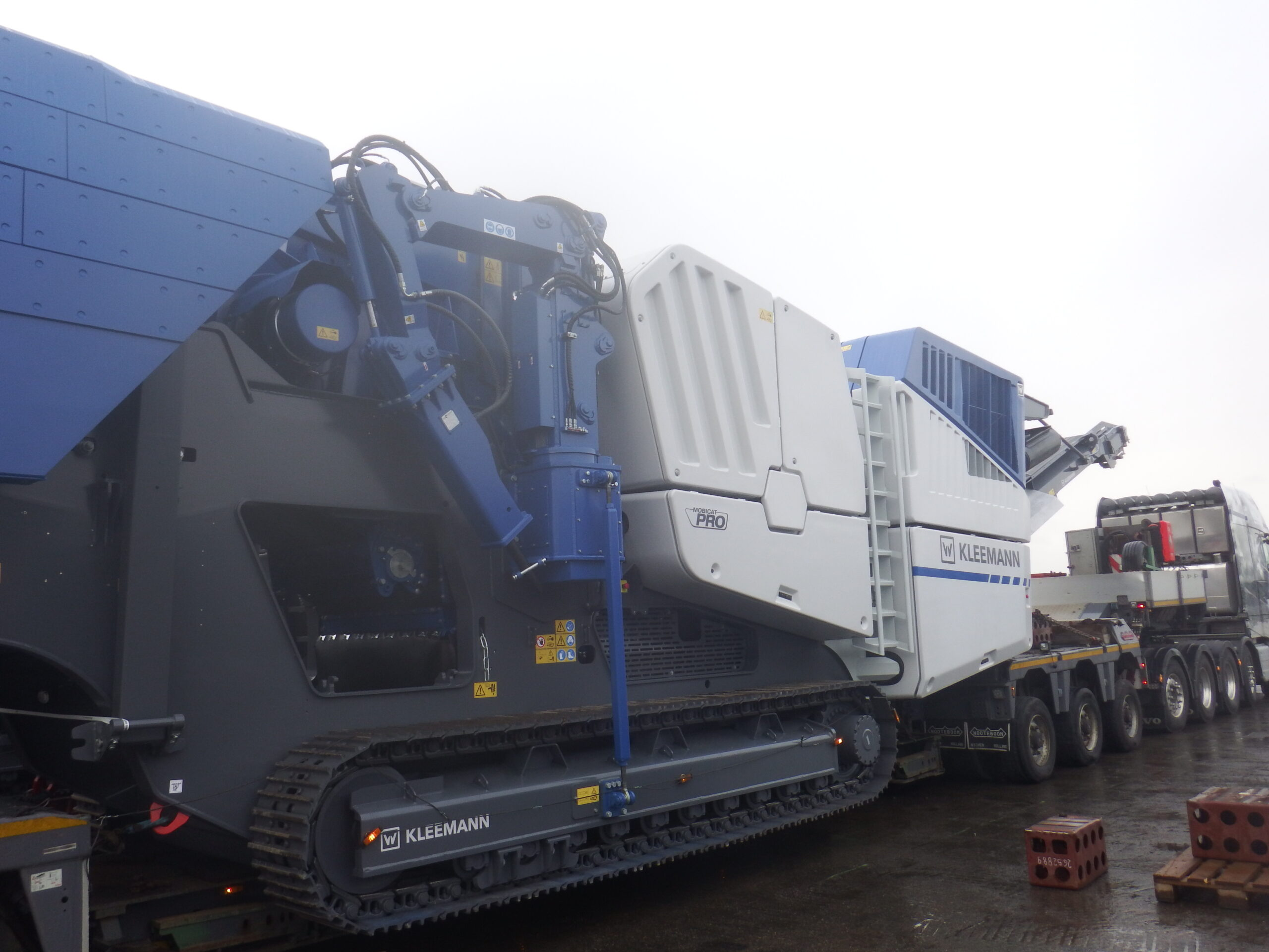 7WL busy with crusher movements within last weeks